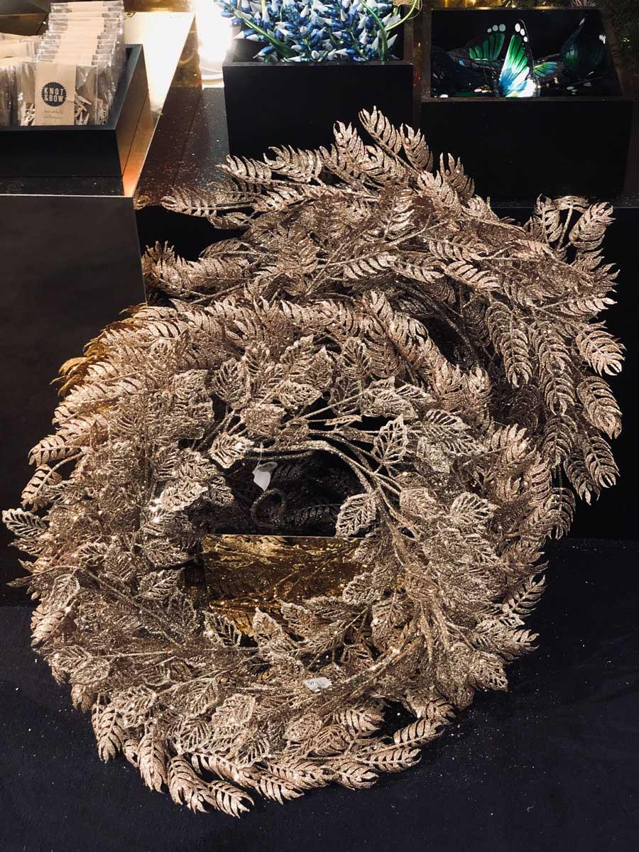 christmas-ornaments-wreath-glitter