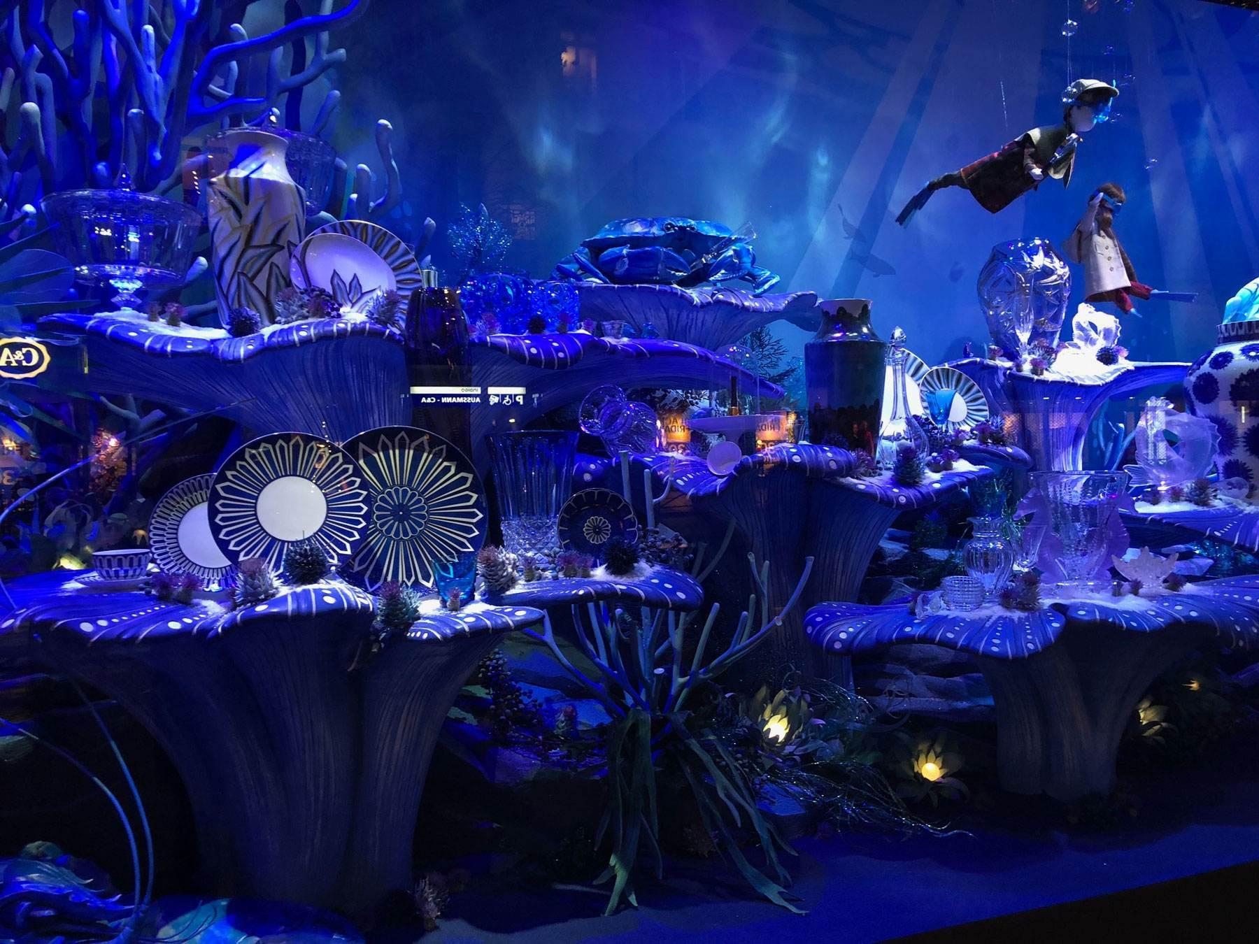 printemps-haussmann-christmas-display-blue