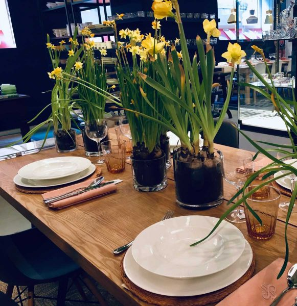 spring table daffodils