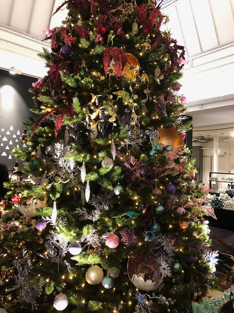 christmas-tree-enchanting-le-bon-marche