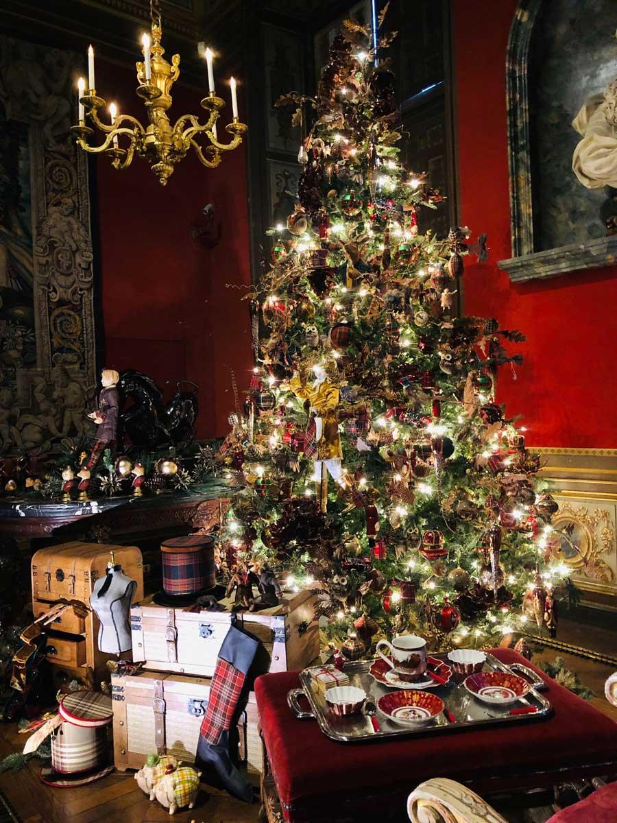 vaux-christmas-red-tartan