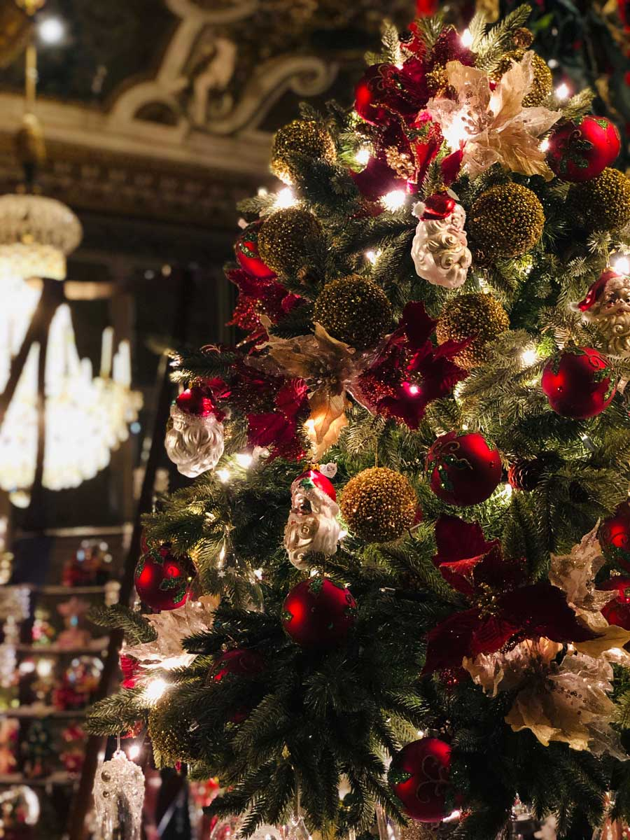 vaux-le-vicomte-christmas-santa