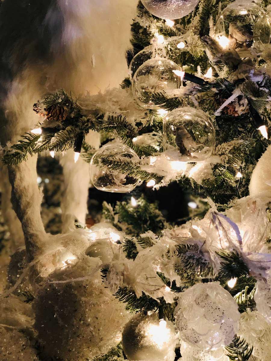vaux-le-vicomte-white-christmas-details