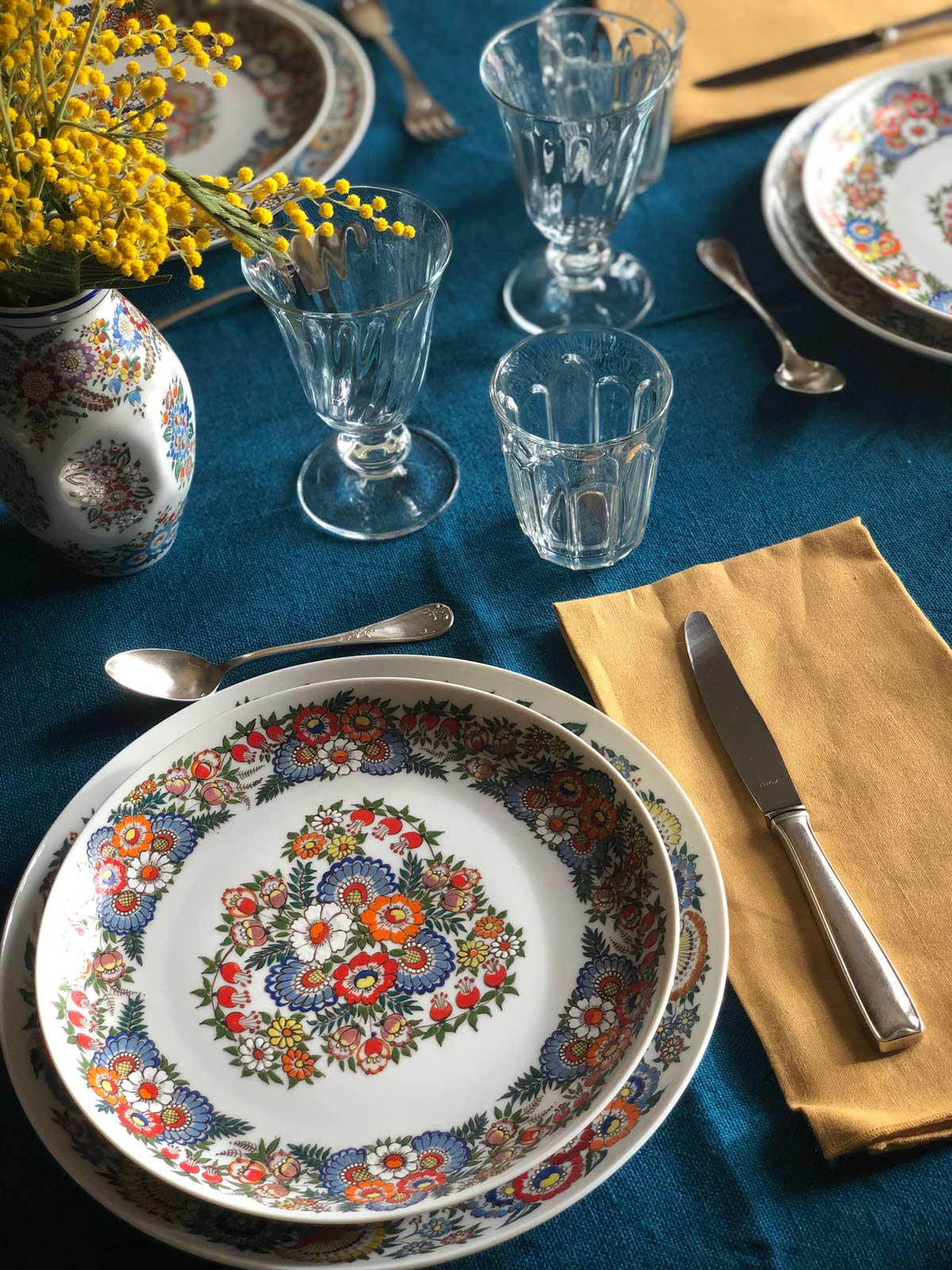 table-setting-winter-mimosa-polish-plates