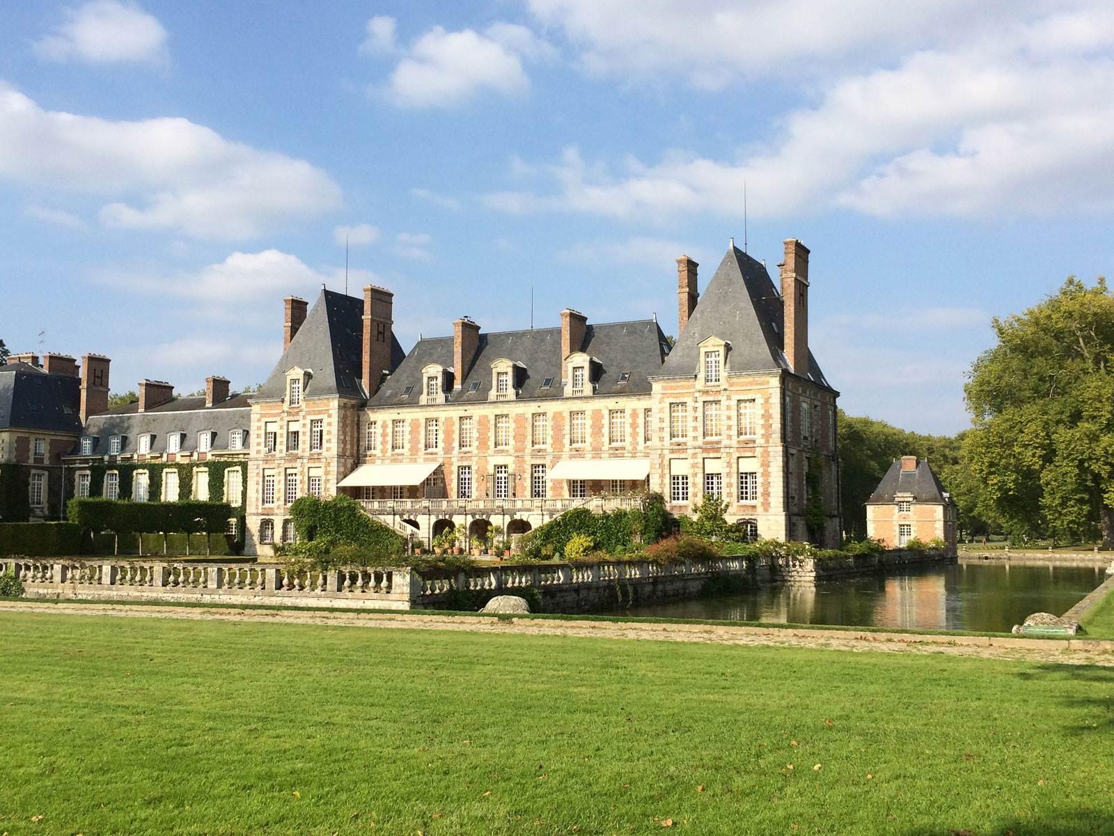 courances-french-castle-view-near-paris