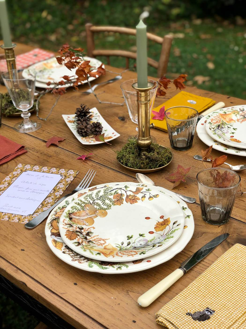 An outdoor Autumn table
