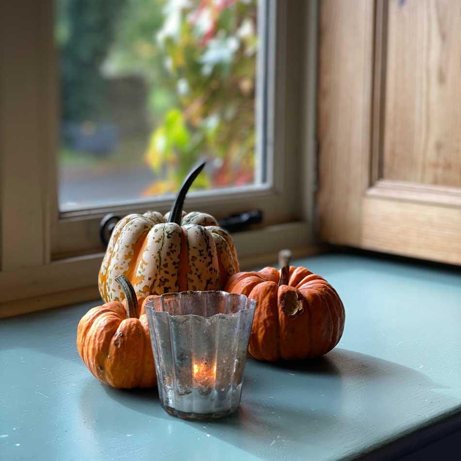 autumn-home-decor-pumpkins-candle
