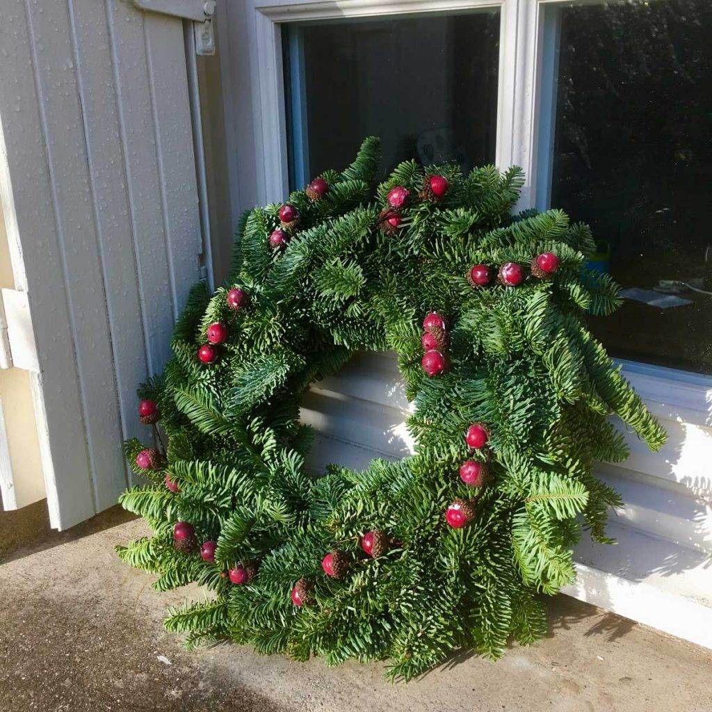 minimal-berry-christmas-wreath