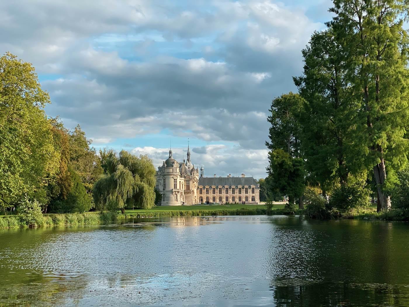 une-bonne-maison-chantilly-castle-french-chateau-pond