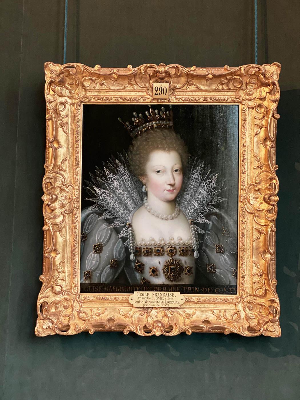 une-bonne-maison-chantilly-castle-french-chateau-portrait
