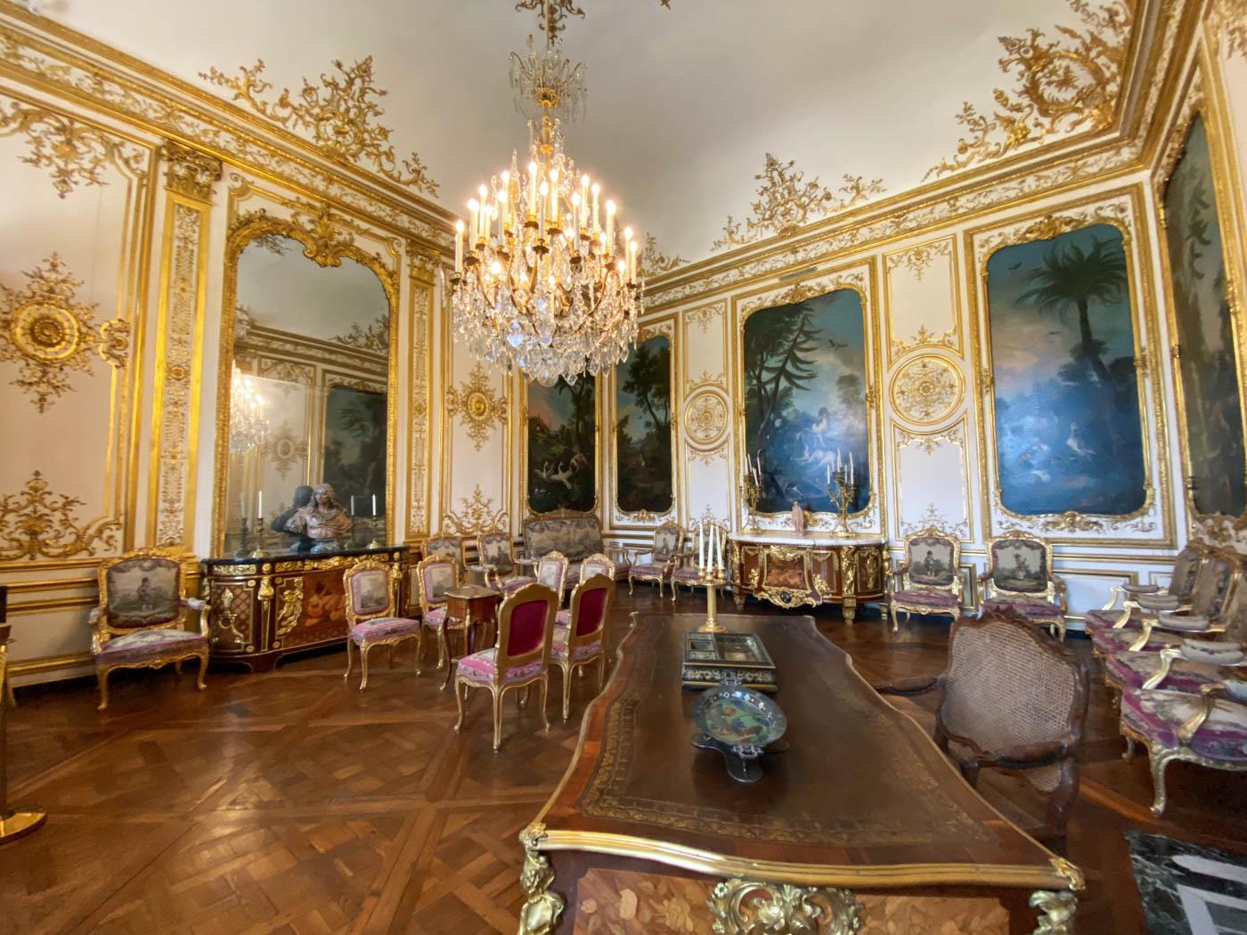 une-bonne-maison-chantilly-castle-french-chateau-interior