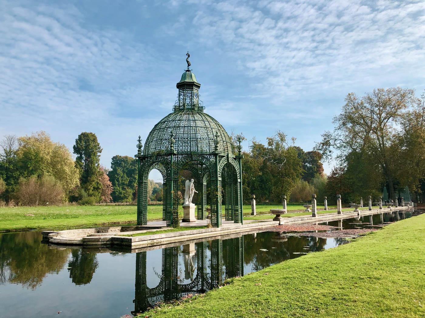 une-bonne-maison-chantilly-castle-french-chateau-treillage