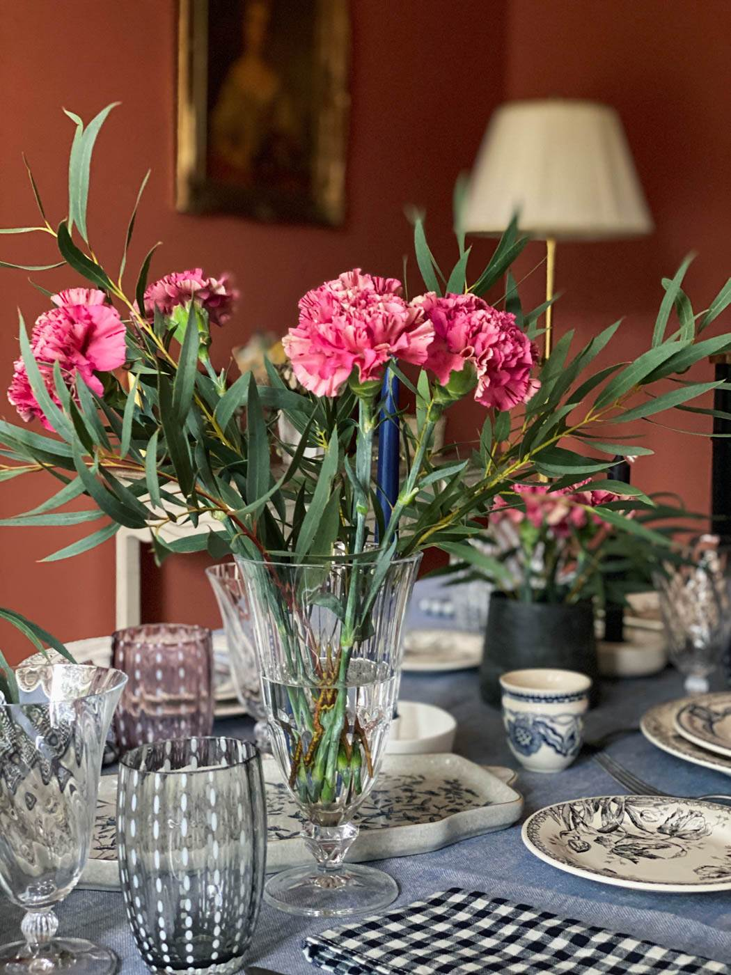 une-bonne-maison-simple-winter-lunch-tablescape-bouquet