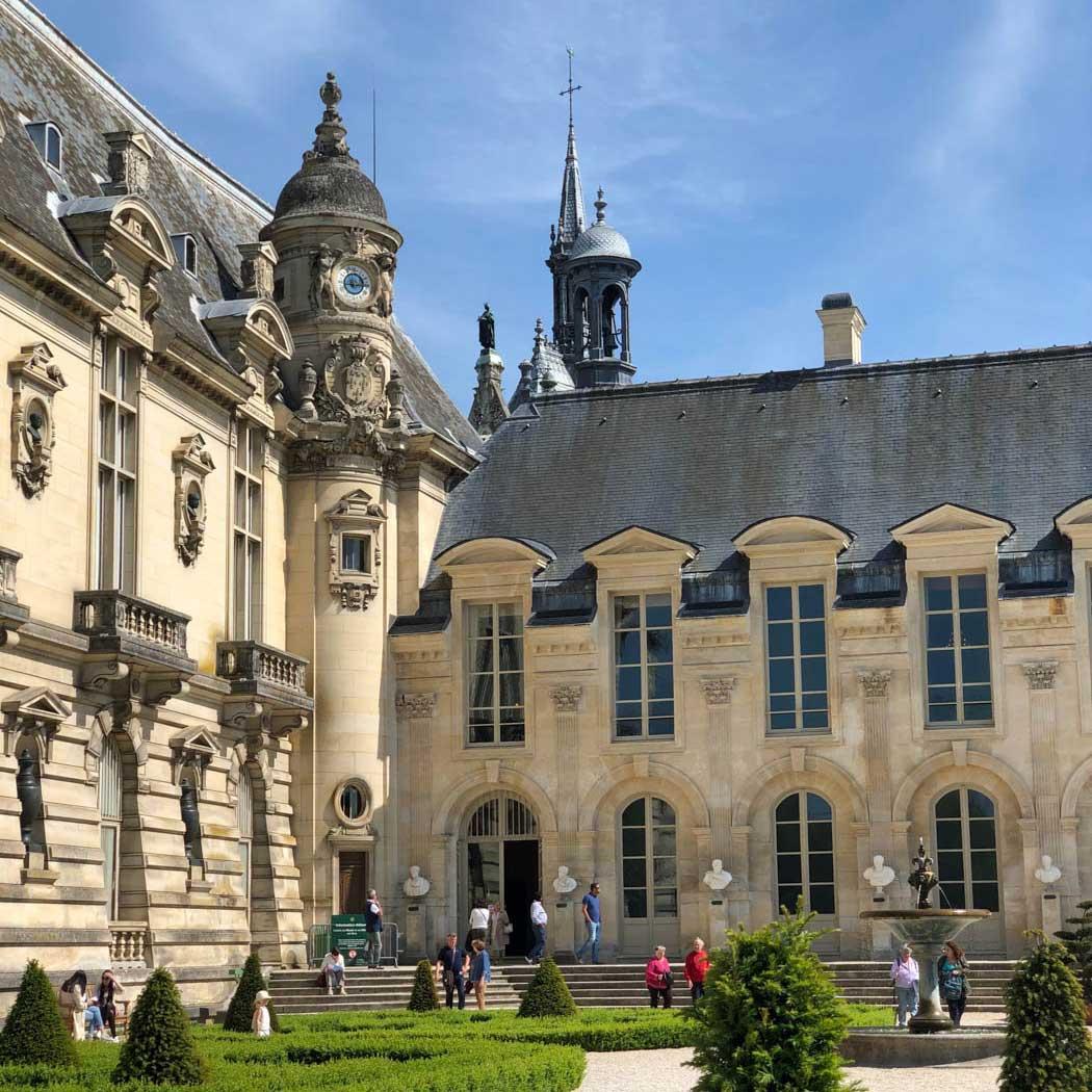 une-bonne-maison-chantilly-chateau-square